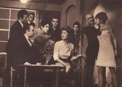 """Από την παράσταση του έργου του Ν. Φώσκολου: """"Ο θάνατος θα ξανάρθει"""" από τον θίασο της Γ. Βαλέντη το 1969"""